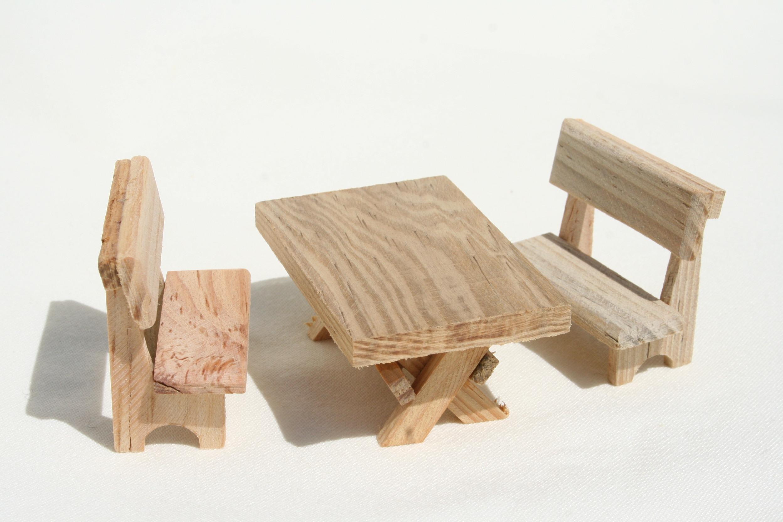wurzelkrippe krippenhobby onlineshop kd 136 tisch mit 2. Black Bedroom Furniture Sets. Home Design Ideas